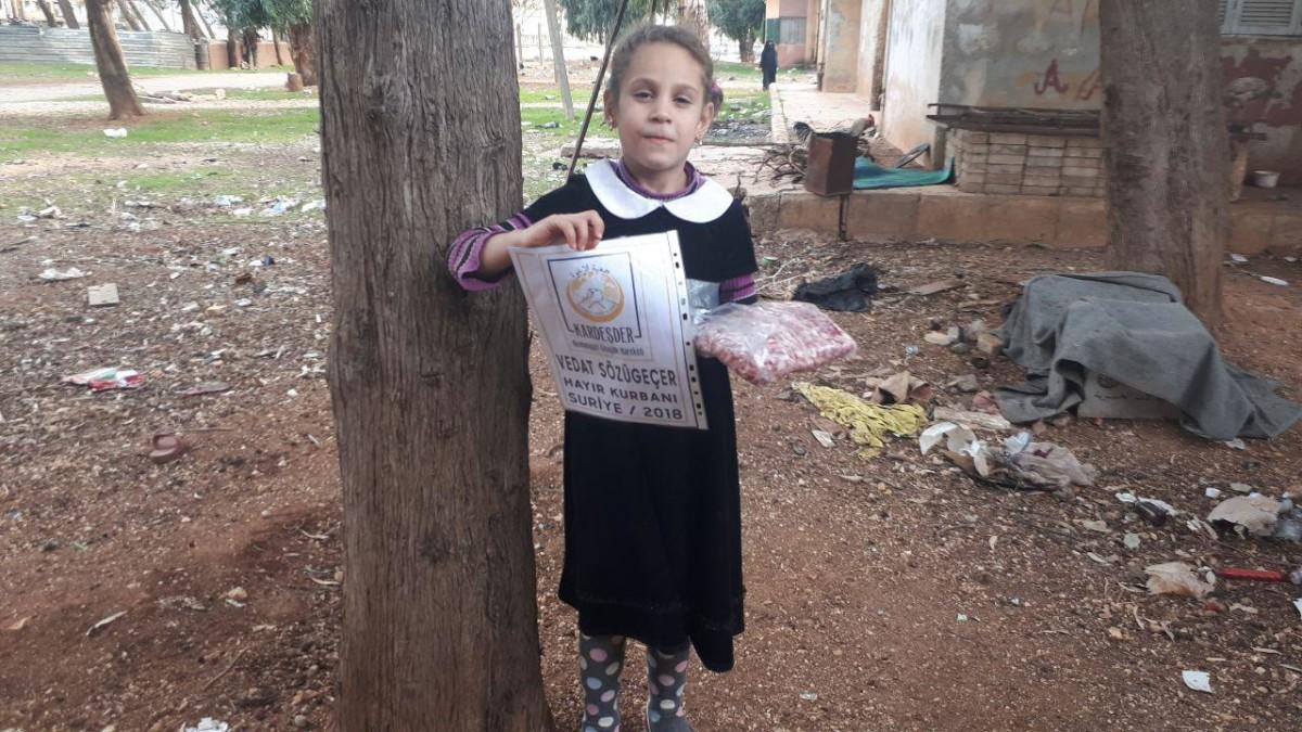 İdlib'de hayır kurbanlarınızı yetimler ve ihtiyaç sahiplerine ulaştırıyoruz