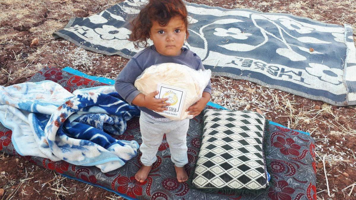 Evleri bombalanmış Müslüman kardeşlerimize ekmek dağıtımı