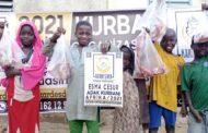 KURBAN BAĞIŞLARINIZI AFRİKA'DA KESMEYE DEVAM EDİYORUZ